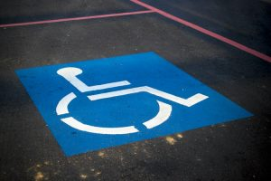 Photo d'une place de parking handicapé
